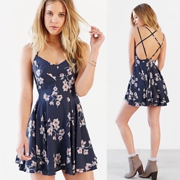 UO Kimchi Blue Scarlett floral dress size 8